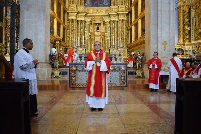 Catedral Basílica de Salvador ganha novo altar e novo diácono