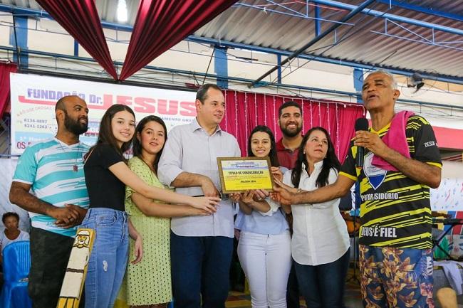 Presidente da ALBA leva família para visitar Fundação Dr. Jesus