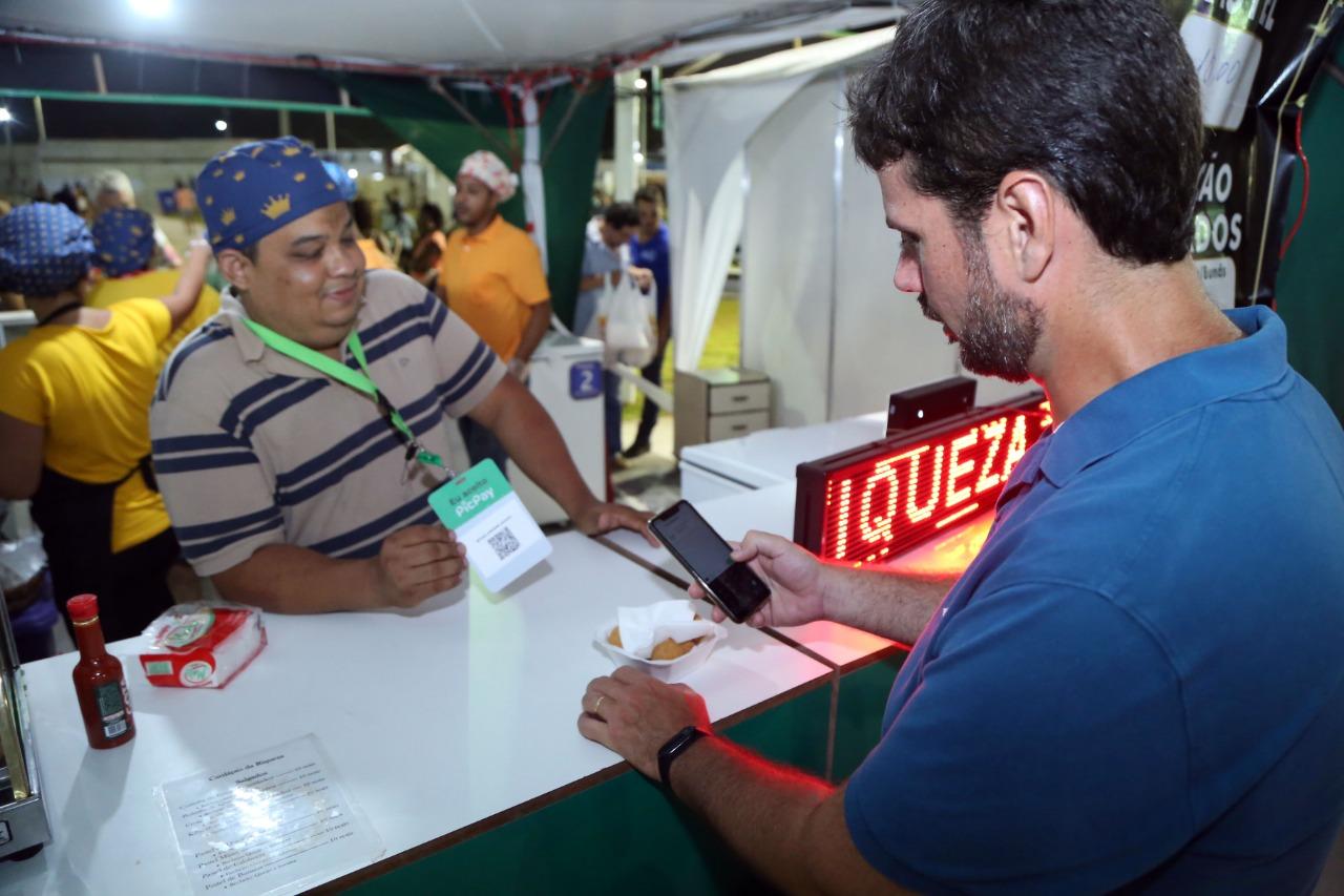 Público do Festival Virada Salvador pode comprar alimentos com celular