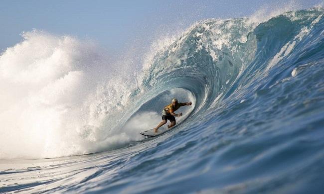 Disputa do Mundial de Surf fica entre Medina, Italo e Andino