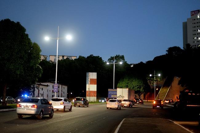 Avenida Luís Eduardo Magalhães ganha iluminação em LED