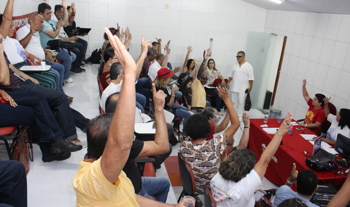 Professores da UNEB paralisam atividades em protesto à reforma da Previdência estadual