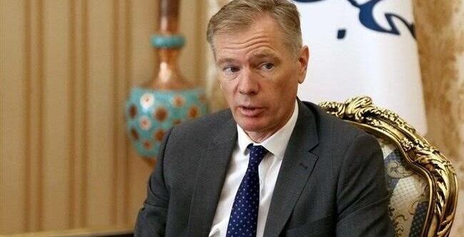 Embaixador do Reino Unido no Irã é detido em vigília por vítimas de acidente aéreo