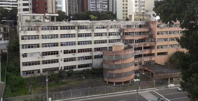 Movimento contra fechamento do Colégio Odorico Tavares aciona a SEC na Justiça