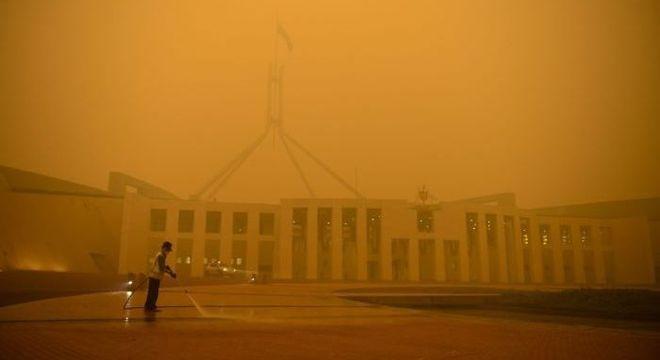 Austrália esvazia parte da sua capital devido a retorno de incêndio