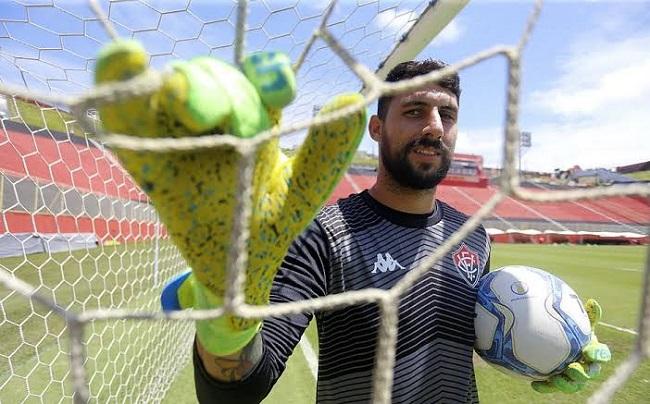Médico do Vitória confirma lesão grave no goleiro Martin Rodríguez