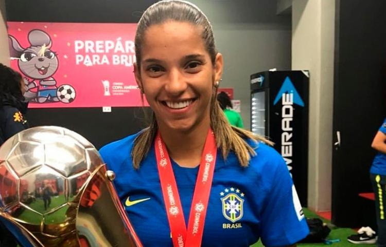 Coronavírus: Jogadora brasileira de futebol está há 12 dias sem sair de casa em Wuhan