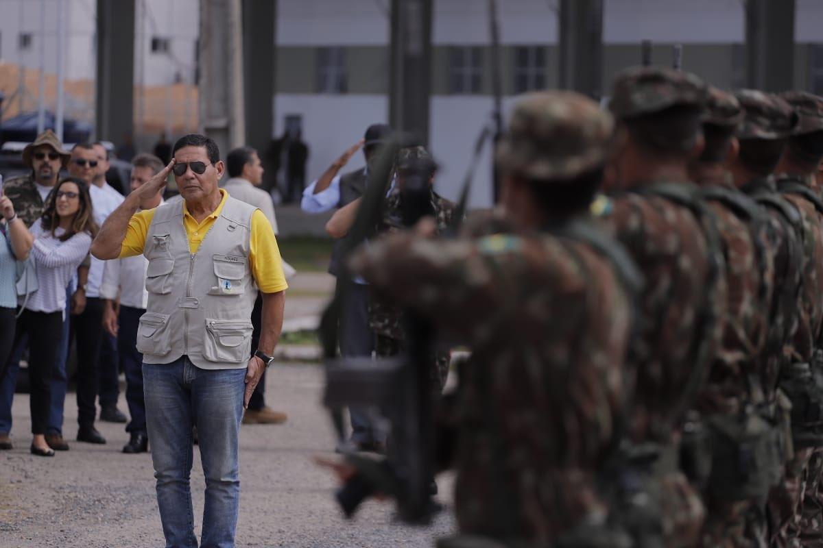 Mourão e Moro visitam abrigos para venezuelanos em Roraima