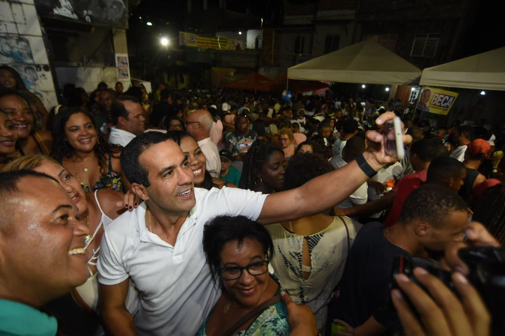 Bruno Reis entrega campo e autoriza melhorias na comunidade do Baixão