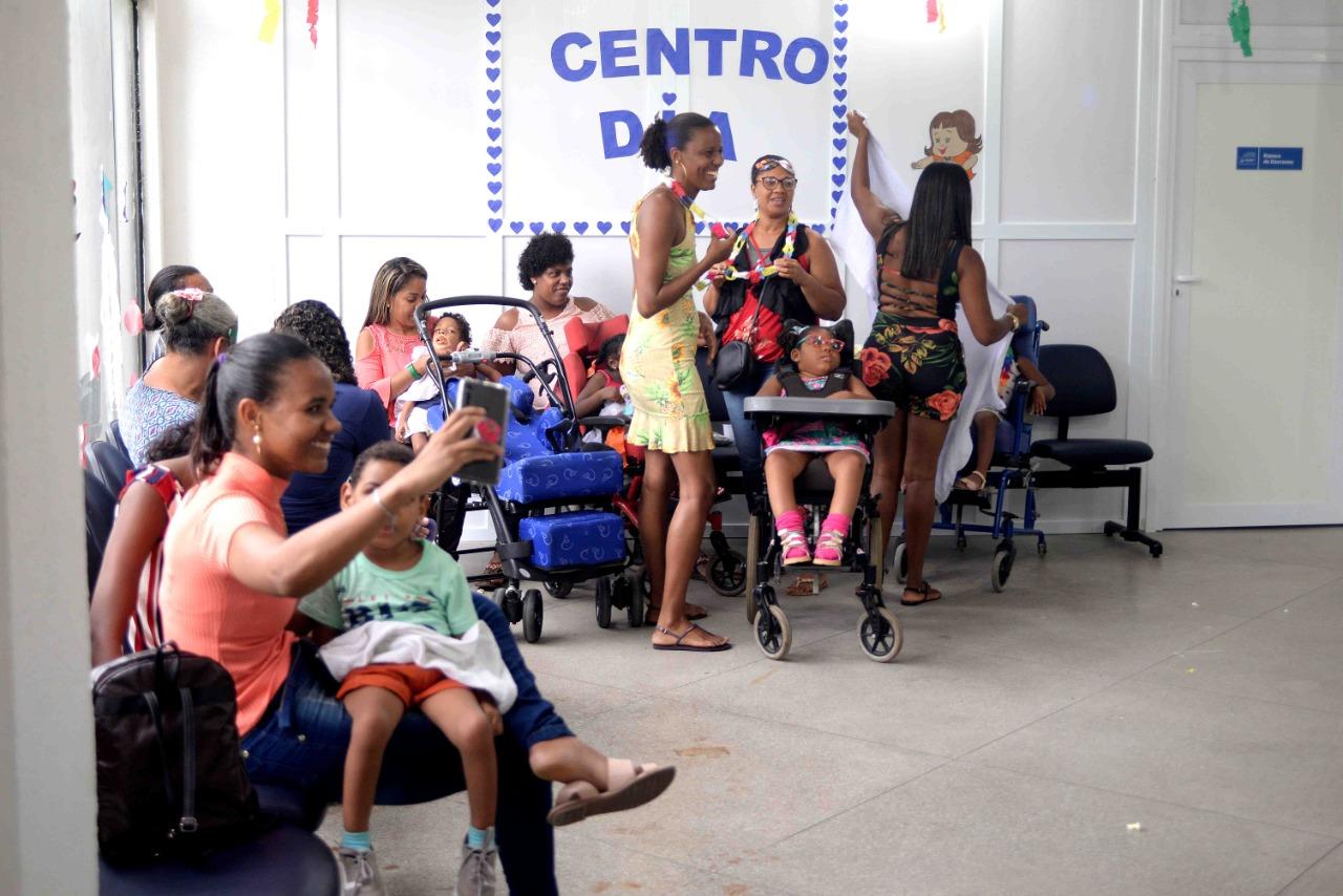 Centro Dia promove baile de Carnaval para 70 crianças com microcefalia em Salvador