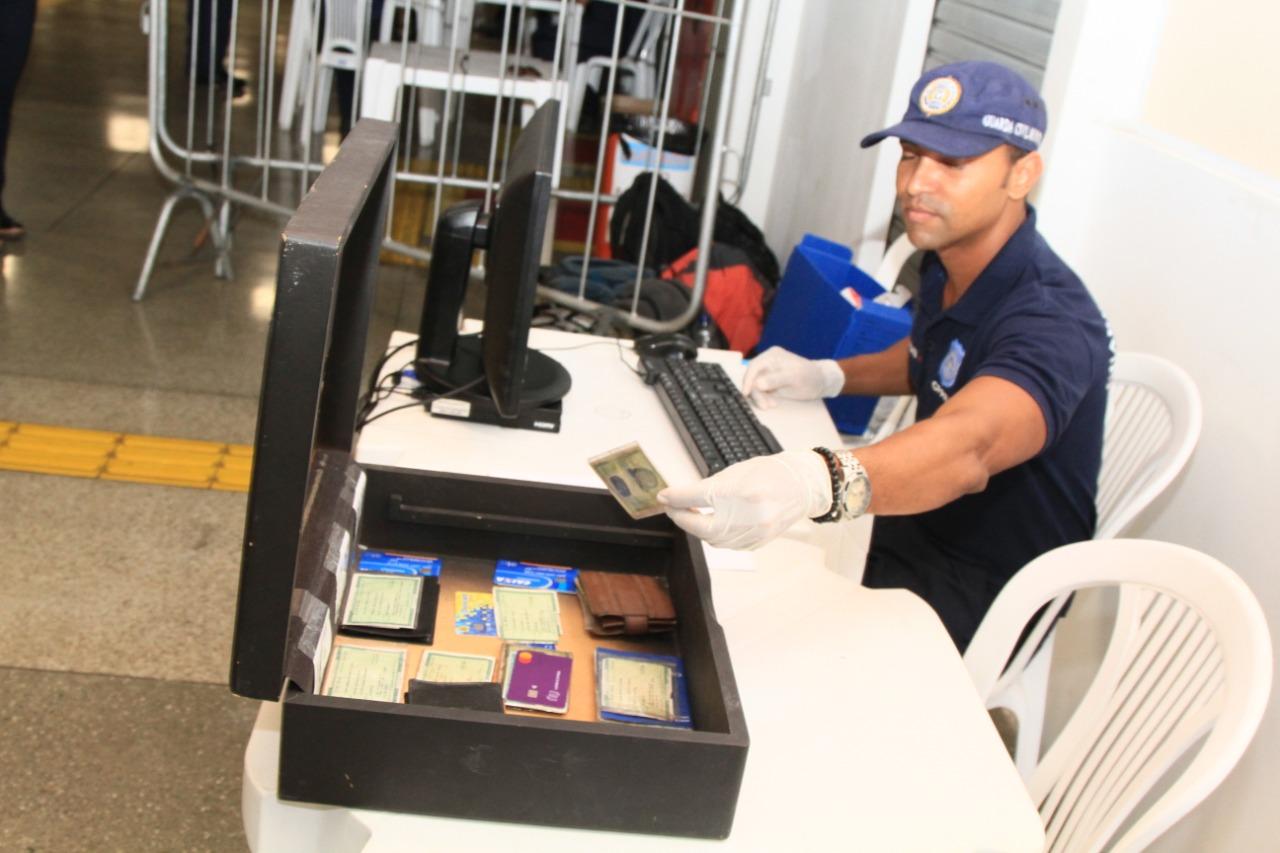 Guarda Municipal entrega documentos perdidos em posto na Estação da Lapa