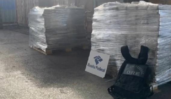 Receita e PF apreendem 1,2 tonelada de cocaína no Porto de Salvador