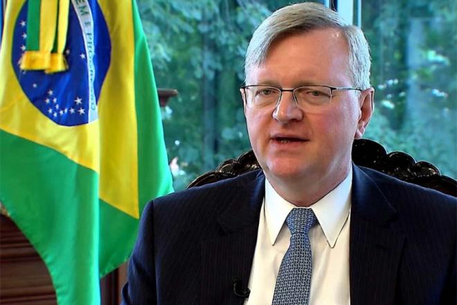 Diplomata brasileiro nos EUA testa positivo para coronavírus