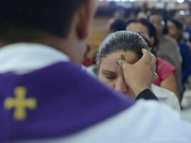 Missas na Quarta-feira de Cinzas marcam o início da Quaresma
