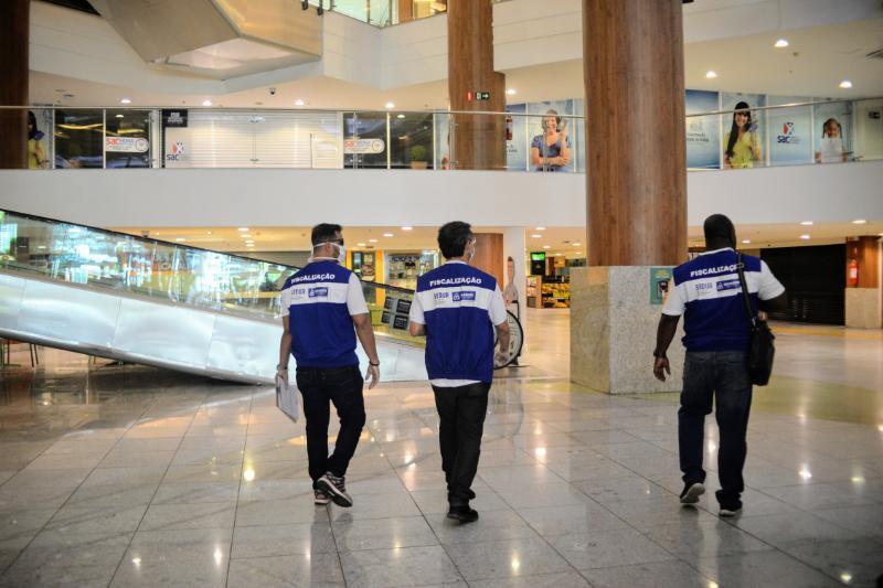 Força-tarefa visita shoppings de Salvador e encontra estabelecimentos fechados