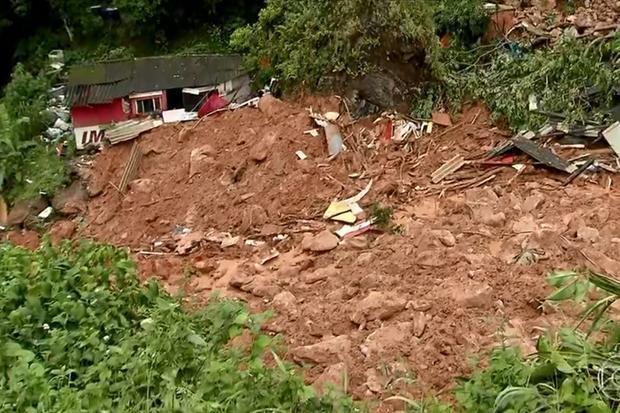 Chuva forte deixa ao menos 10 mortos na Baixada Santista