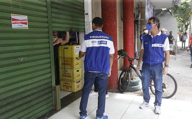 Fiscais da prefeitura interditam nove estabelecimentos em Salvador