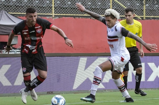Vitória goleia pela Copa do Nordeste, mas perde no Baianão
