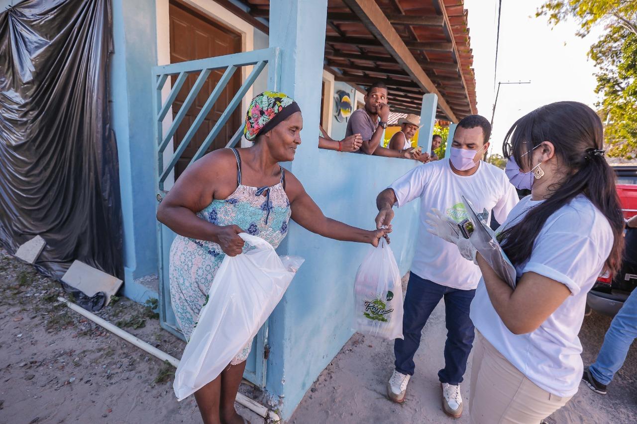 Prefeitura de Camaçari entrega cestas de Páscoa em Areias