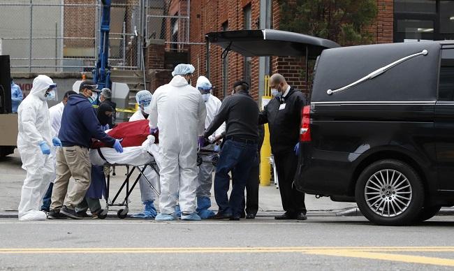 Estados Unidos têm mais de 120 mil mortes por covid-19 e novos focos surgem