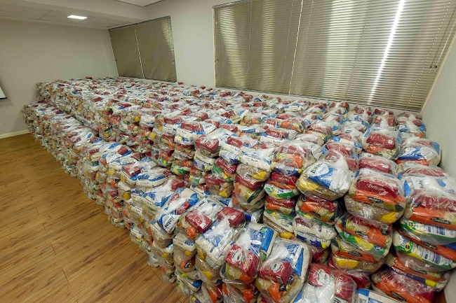 Prefeitura de Salvador entrega quase 2,5 mil cestas básicas em 13 comunidades