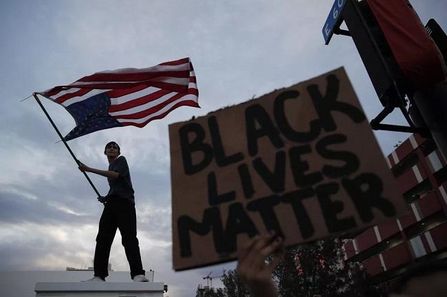 EUA têm toque de recolher em 25 cidades por atos antirracistas