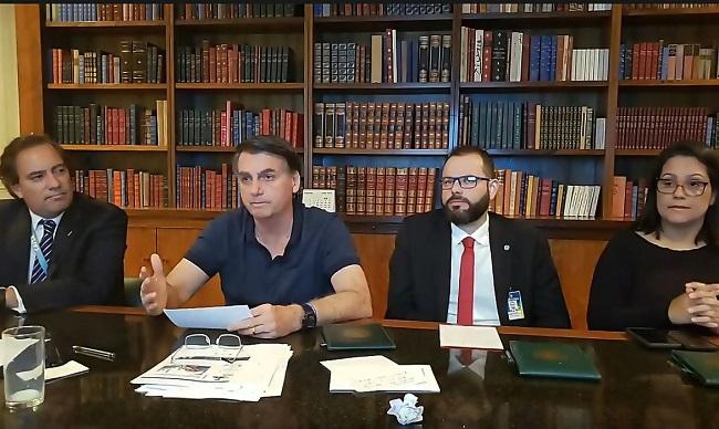 """Em live, Bolsonaro diz esperar que nenhum ministro do STF """"desapareça"""""""
