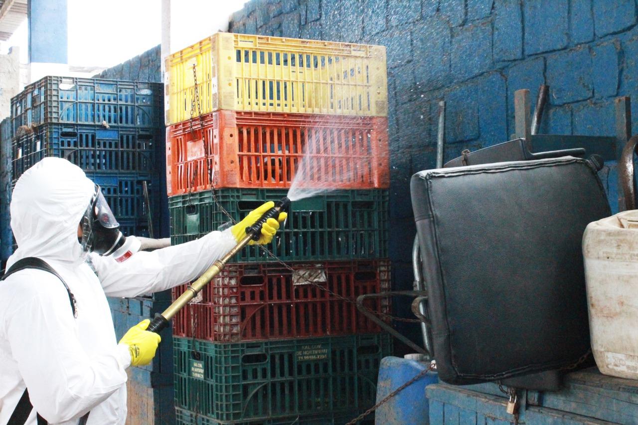 Mercado das Sete Portas passa por desinfecção para prevenir contra coronavírus