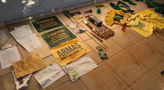 Operação da Polícia Civil do DF mira grupo de apoiadores de Bolsonaro