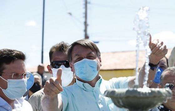 Bolsonaro inaugura sistema de abastecimento de água em Campo Alegre de Lourdes