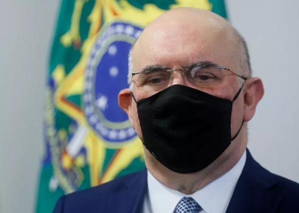 Ministro da Educação diz que está com início de pneumonia