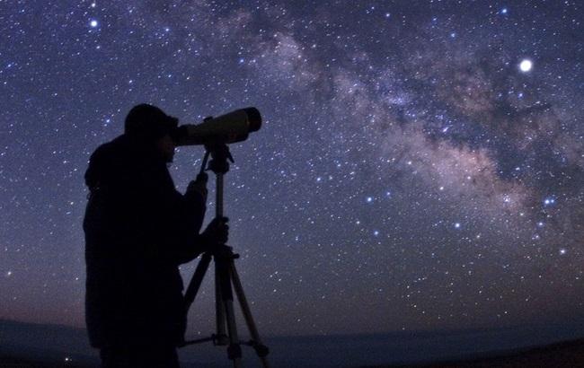 Cinco planetas estarão visíveis a olho nu neste domingo