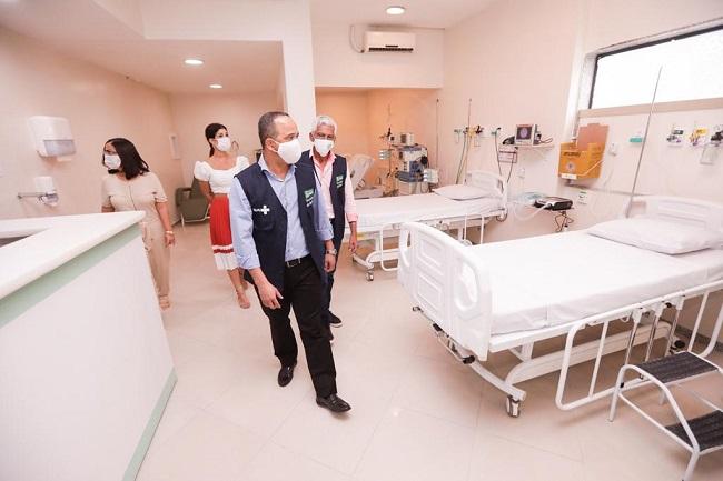 Prefeitura de Camaçari vistoria leitos UTI covid-19 contratados no Hospital Santa Helena