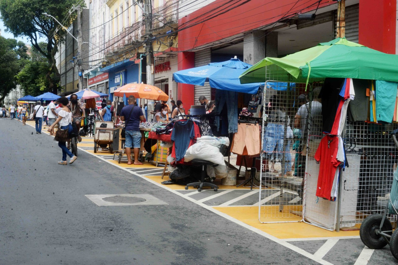 Ambulantes ganham novos espaços na Avenida Sete