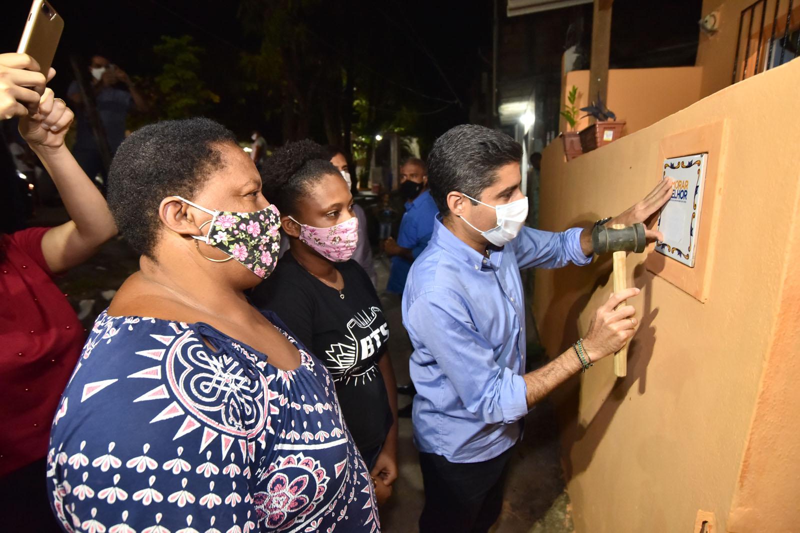 Santa Cruz celebra reforma de imóveis e nova iluminação em LED