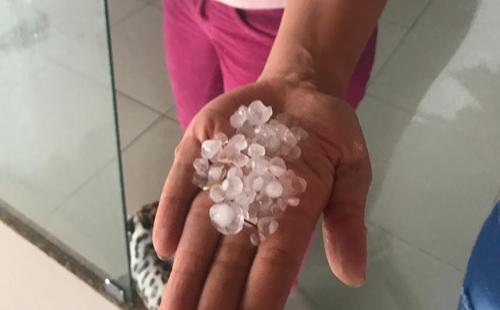Moradores de Lençóis têm prejuízos após chuva de granizo
