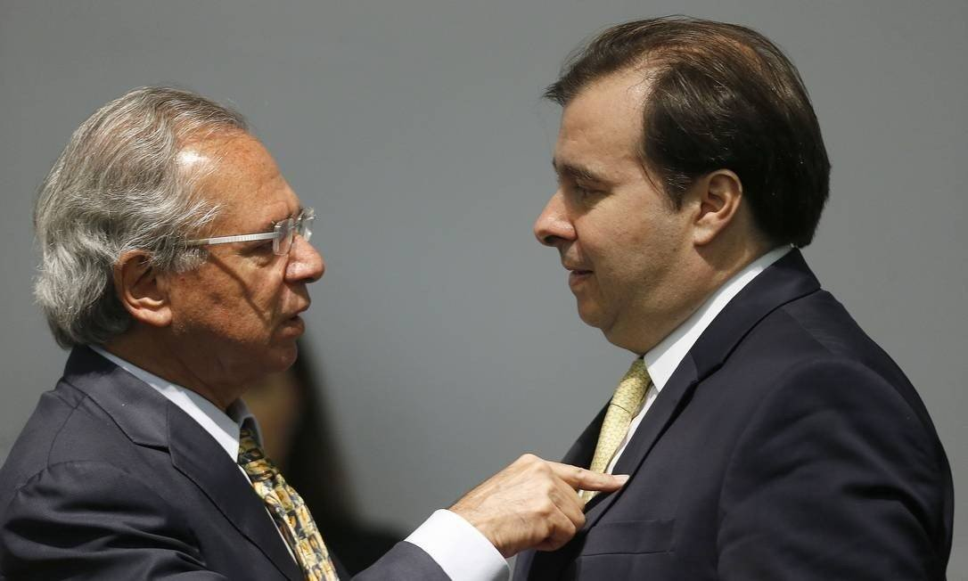 Paulo Guedes e Rodrigo Maia trocam farpas sobre privatizações