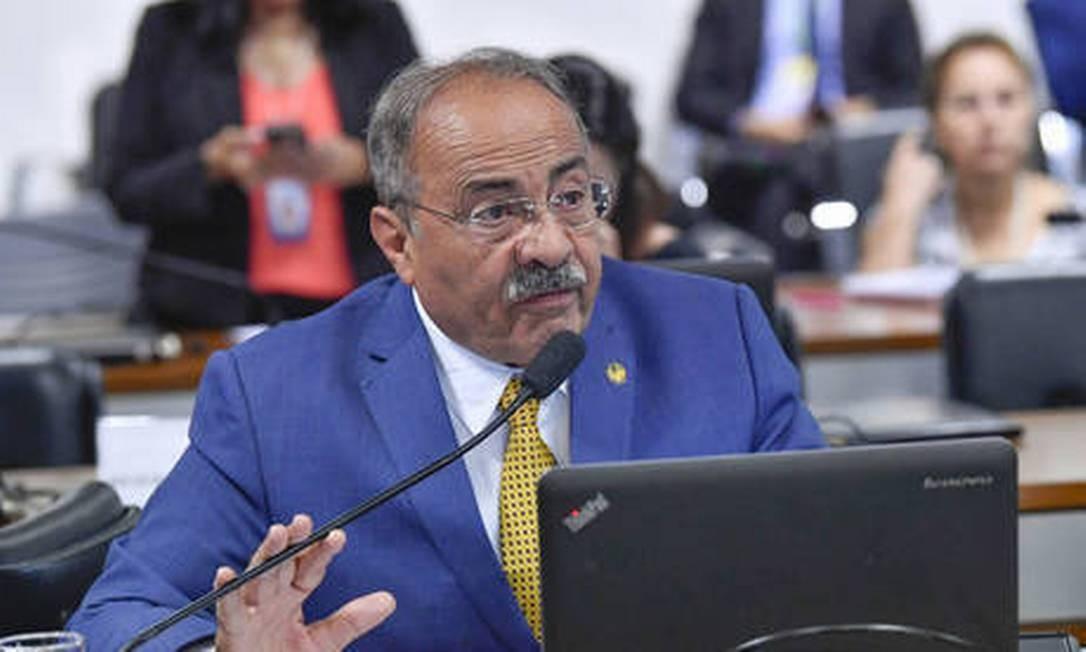 STF afasta senador flagrado com R$ 15 mil entre as nádegas