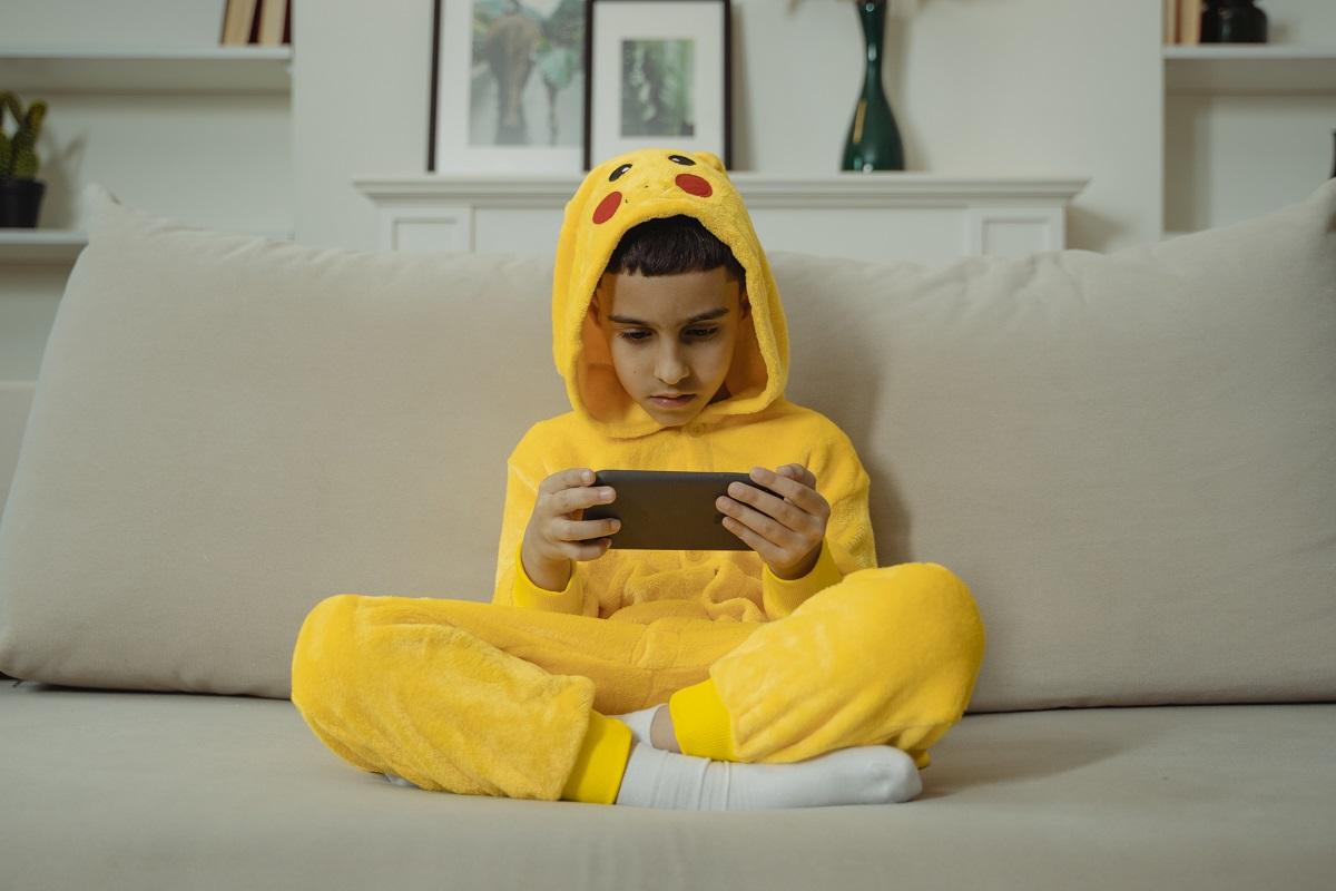 Dependência de celular afeta o desenvolvimento de crianças e jovens, dizem especialistas