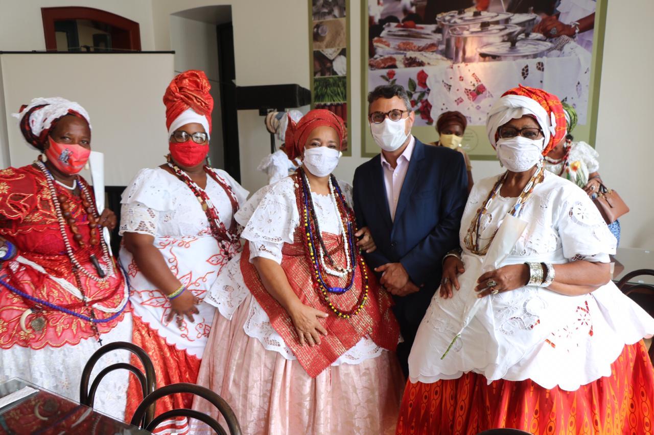 Baianas de acarajé são homenageadas com lançamento de prêmiono Senac Pelourinho