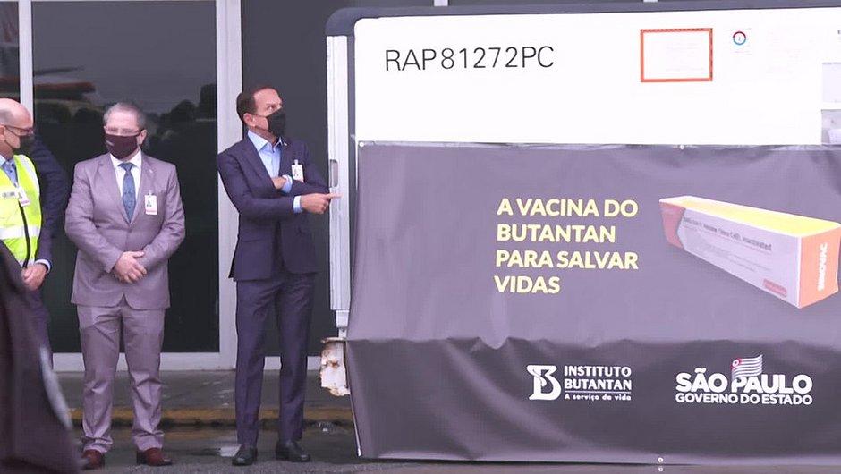 São Paulo recebe primeiro lote com 120 mil doses da Coronavac