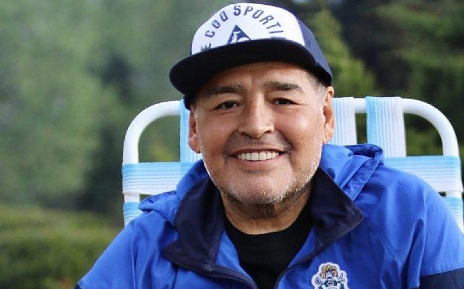 Maradona tem alta e vai fazer tratamento para combater alcoolismo