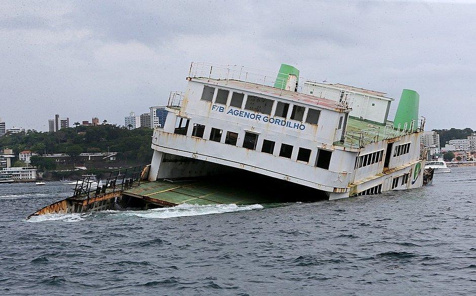 Ferry Agenor Gordilho e rebocador são afundados na Baía de Todos os Santos