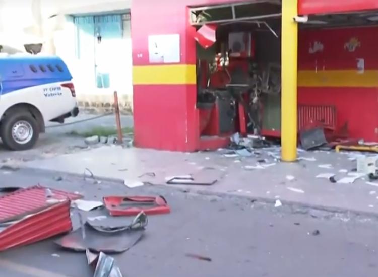 Bandidos explodem dois caixas eletrônicos em Valéria