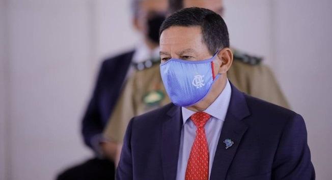 """""""A vacina é para o País como um todo, é uma questão coletiva"""", diz Mourão"""