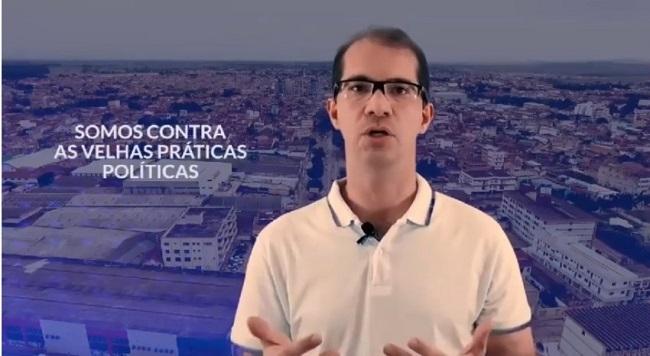 """Prefeito de Teixeira de Freitas lidera resistência a """"lockdown"""" e não fecha comércio"""