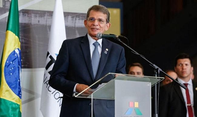Presidente da Petrobras diz que dívidas antigas influenciam no preço da gasolina