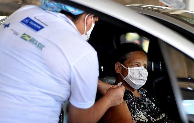 Salvador prossegue vacinação de idosos a partir de 62 anos nesta quinta