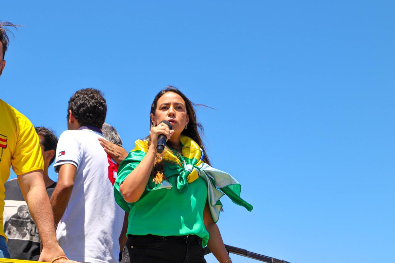 Talita rebate declarações de Rui sobre motociata em apoio a Bolsonaro