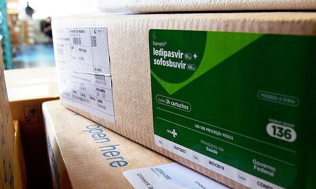 Brasil recebe 2,3 milhões de kits de intubação da China